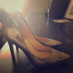 Jessica Simpson gold heels, perfect for the Fall